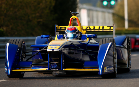 Buemi takes pole in Beijing