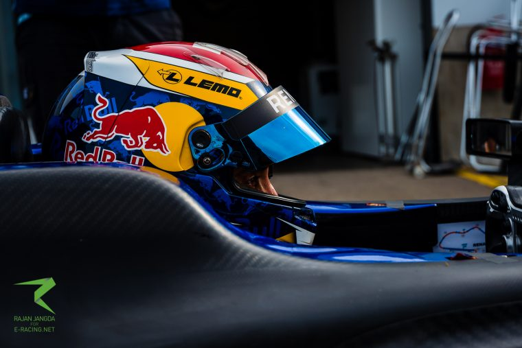 Buemi fastest in final morning session