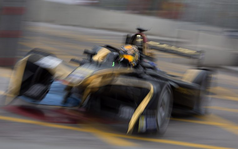 Flag festival: Vergne tops timesheets as walls take centre stage