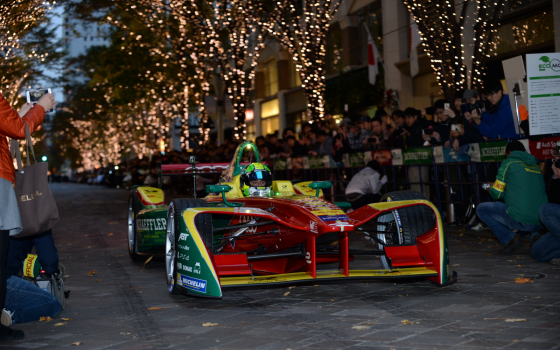 Tokyo Drift: di Grassi wows fans in Japan's capital