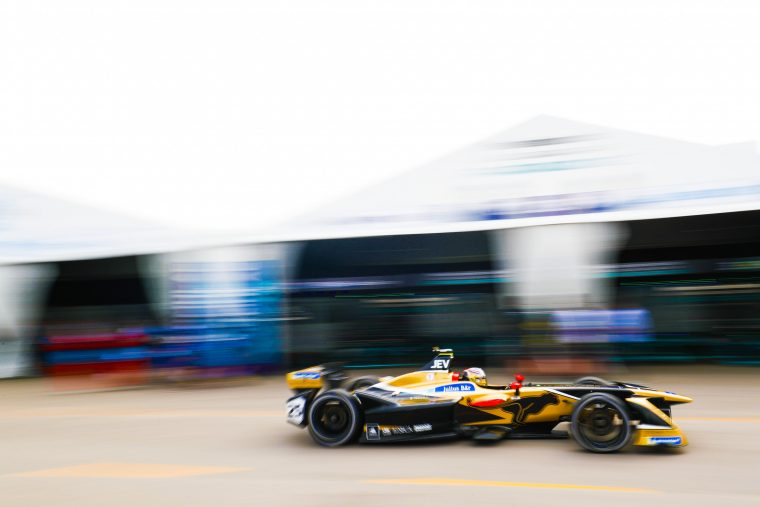 Vergne takes pole in crash-strewn Santiago qualifying