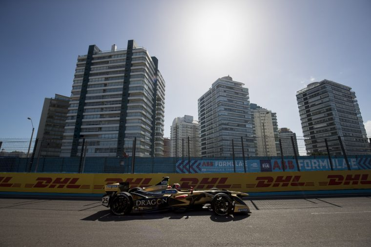 Vamos a la playa: Vergne rules the streets of Punta del Este