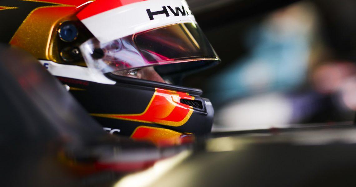 Vandoorne dominates for maiden pole position