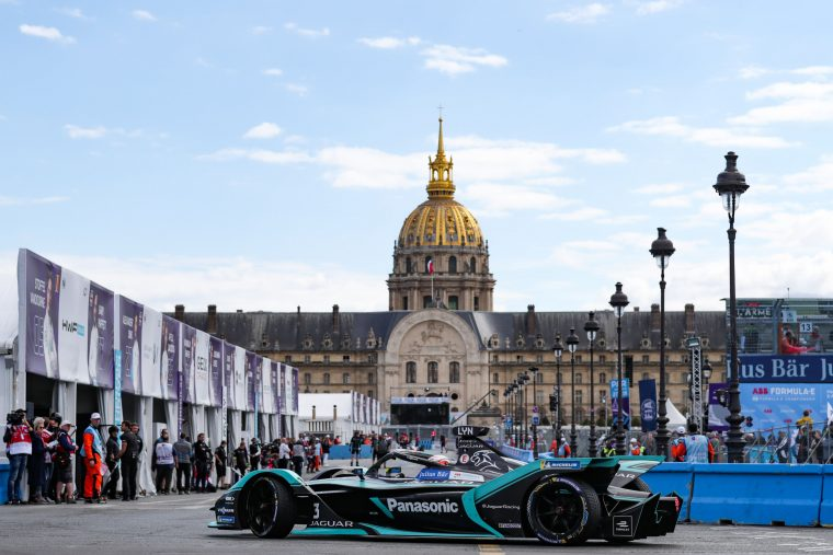 The Parisian weekend gets underway with a bang