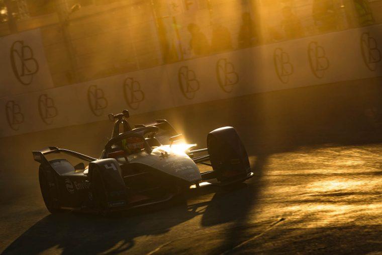 Robin Frijns tops FP1 in the Riyadh dustbowl