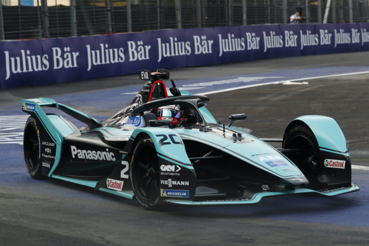 Evans takes dominant victory in Mexico City